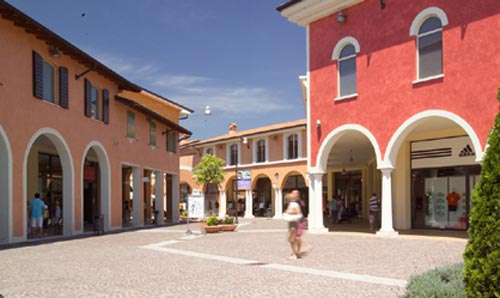Un outlet a Mantova: il Fashion district